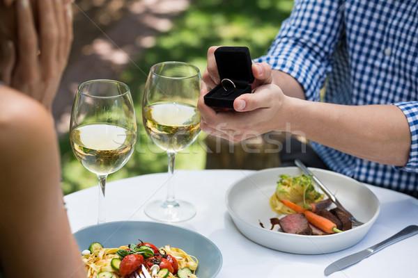 Hombre anillo de compromiso mujer aire libre restaurante Foto stock © wavebreak_media