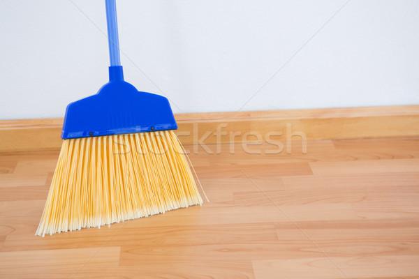 Vassoura piso de madeira azul garrafa limpeza Foto stock © wavebreak_media