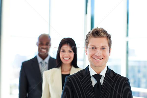 Glimlachend zakenman leidend team lijn kantoor Stockfoto © wavebreak_media
