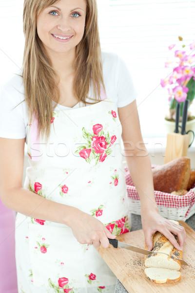 Donna pane cucina home Foto d'archivio © wavebreak_media