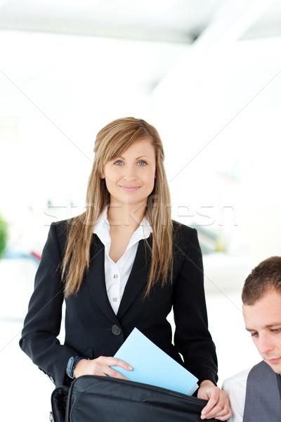 Piękna kobieta interesu teczki strony domu laptop Zdjęcia stock © wavebreak_media