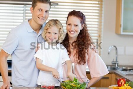 Zärtlich jungen Familie Kochen zusammen Küche Stock foto © wavebreak_media