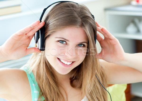 веселый кавказский женщину слушать музыку наушники Сток-фото © wavebreak_media