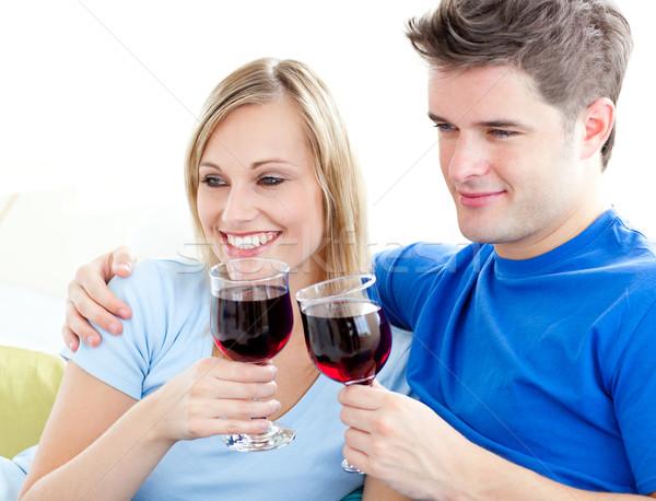 Afetuoso casal potável vinho sessão sofá Foto stock © wavebreak_media