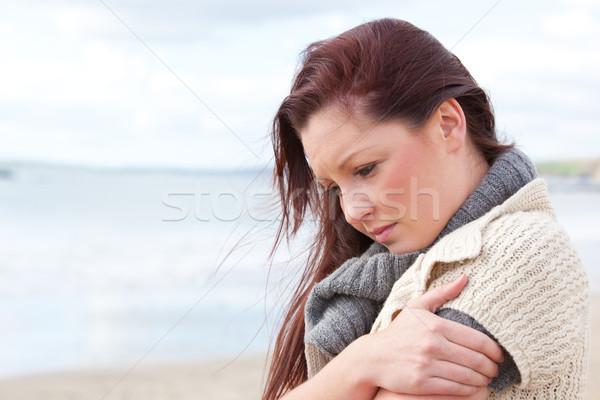 Preocupado mujer suéter playa frío Foto stock © wavebreak_media