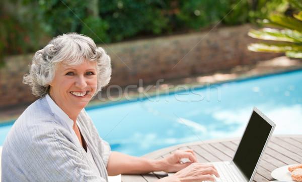 成熟した女性 作業 ノートパソコン ビジネス 幸せ 健康 ストックフォト © wavebreak_media
