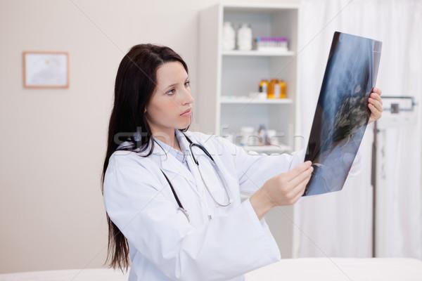 врач глядя набор Xray больницу улыбка Сток-фото © wavebreak_media