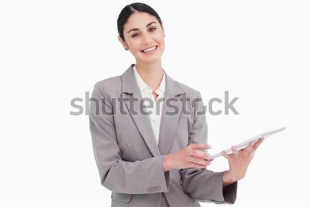 Glimlachend jonge verkoopster witte computer Stockfoto © wavebreak_media