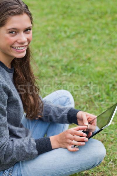 Jovem adulto sessão para baixo Foto stock © wavebreak_media