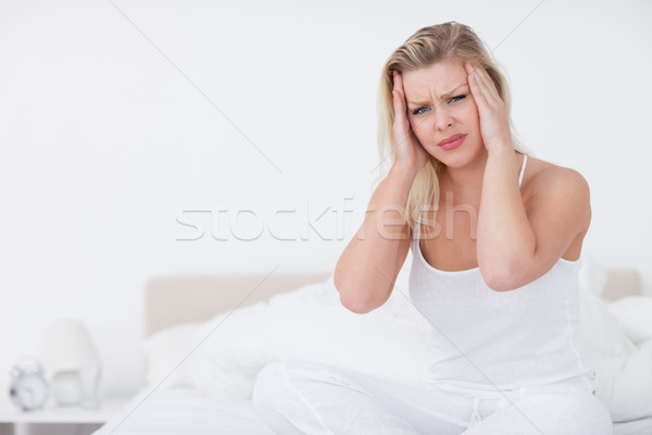 Dor de cabeça sessão cama dor feminino Foto stock © wavebreak_media