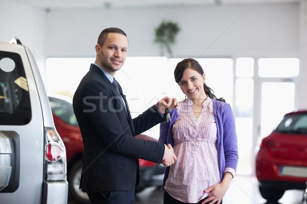 セールスマン キー 女性 車 ショップ ストックフォト © wavebreak_media