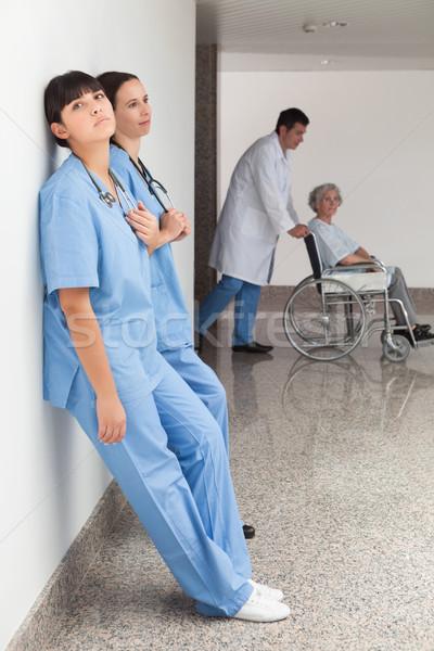 Dwa ściany lekarza popychanie Zdjęcia stock © wavebreak_media