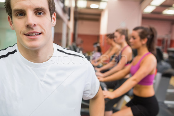 Man glimlachend gymnasium witte tshirt Stockfoto © wavebreak_media