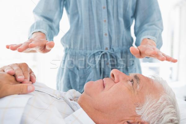 Man reiki behandeling arts senior massage Stockfoto © wavebreak_media