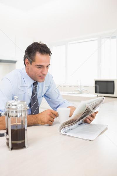 Jólöltözött férfi kávéscsésze olvas újság konyha Stock fotó © wavebreak_media