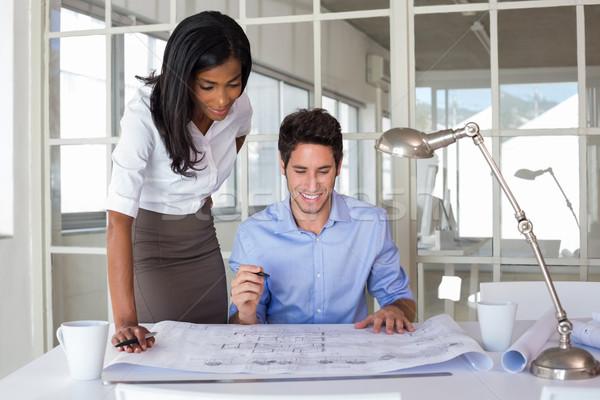 Trabalhando blueprints escritório homem equipe comunicação Foto stock © wavebreak_media
