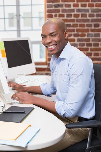 Portré üzletember számítógéphasználat fiatal iroda számítógép Stock fotó © wavebreak_media