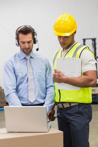 Halle Arbeitnehmer Manager schauen Laptop groß Stock foto © wavebreak_media