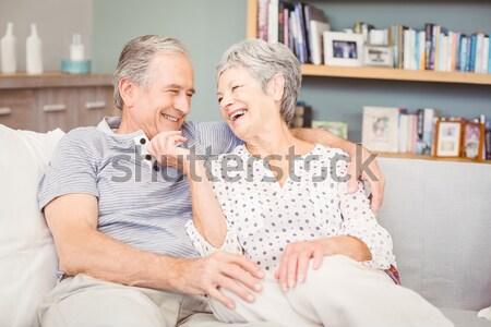 Старый мужчина с молодой видео согласен