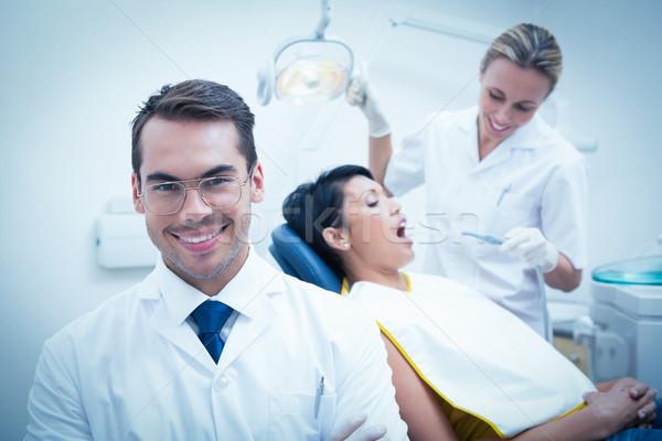 Uśmiechnięty mężczyzna dentysta asystent zęby Zdjęcia stock © wavebreak_media