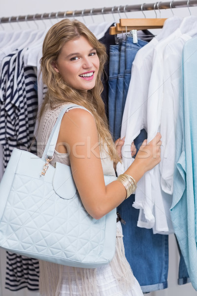 Boldog mosolygó nő ruházat bolt vásárlás portré Stock fotó © wavebreak_media