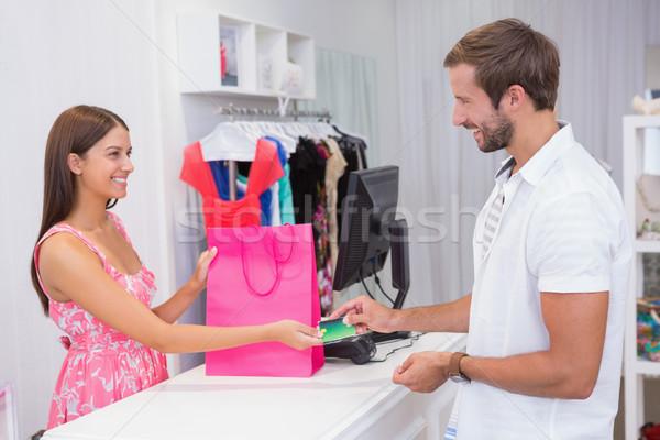 Kasiyer müşteri butik el adam mutlu Stok fotoğraf © wavebreak_media