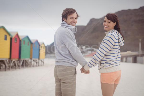 Portré pár kéz a kézben tengerpart fiatal pér áll Stock fotó © wavebreak_media
