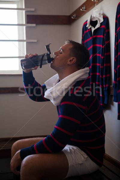 Cansado rugby jogador água potável sessão banco Foto stock © wavebreak_media