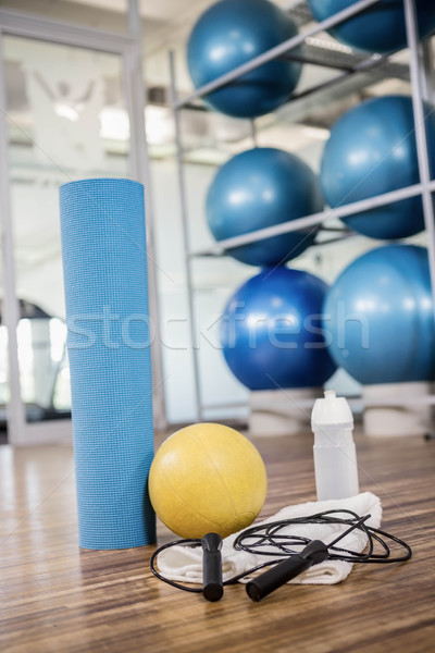 Gimnasio hay gente interior salud club ejercicio Foto stock © wavebreak_media