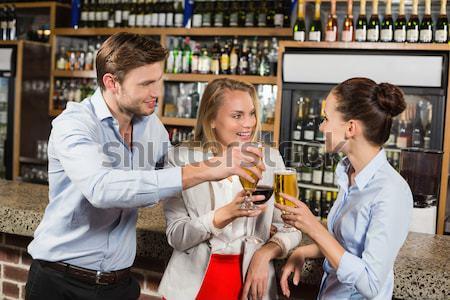Amigos tequila tiro contrariar bar feliz Foto stock © wavebreak_media