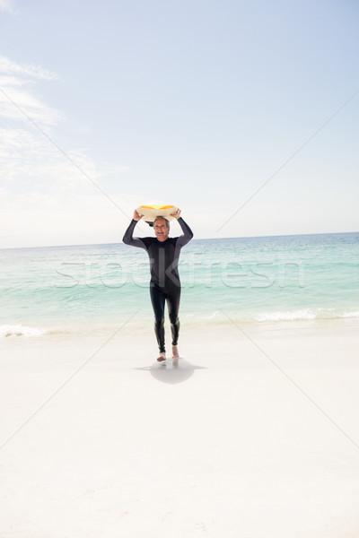 Senior homem corrida prancha de surfe cabeça praia Foto stock © wavebreak_media