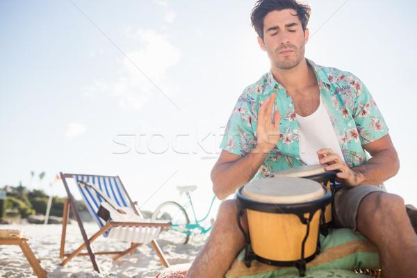 Szenvedélyes férfi játszik dobok tengerpart víz Stock fotó © wavebreak_media