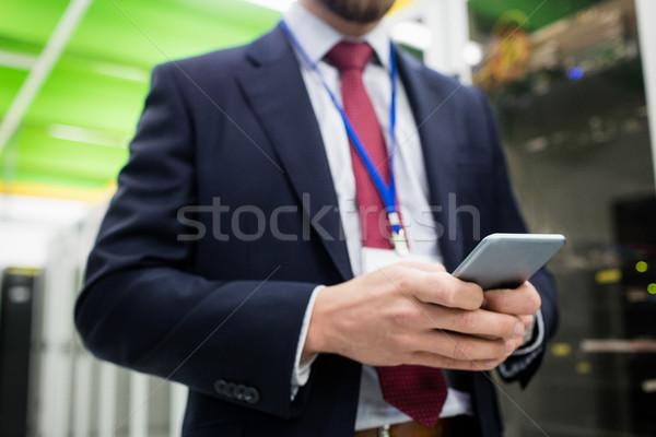 Technik telefonu komórkowego serwera pokój człowiek Zdjęcia stock © wavebreak_media