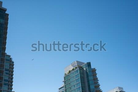 Vue gratte-ciel ciel bleu affaires amour bâtiment Photo stock © wavebreak_media