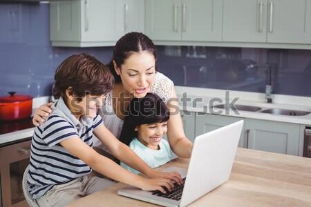Foto stock: Bom · pai · ajuda · filho · lição · de · casa · homem