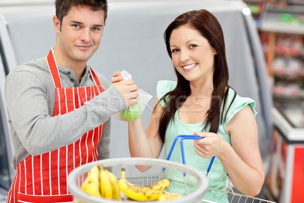 продавцом яблоки улыбаясь женщины клиентов Сток-фото © wavebreak_media
