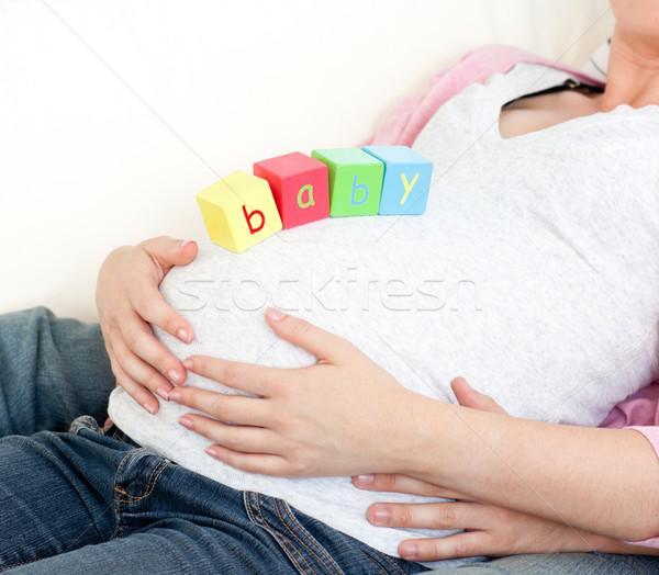 Primer plano mujer embarazada bebé cubos vientre marido Foto stock © wavebreak_media