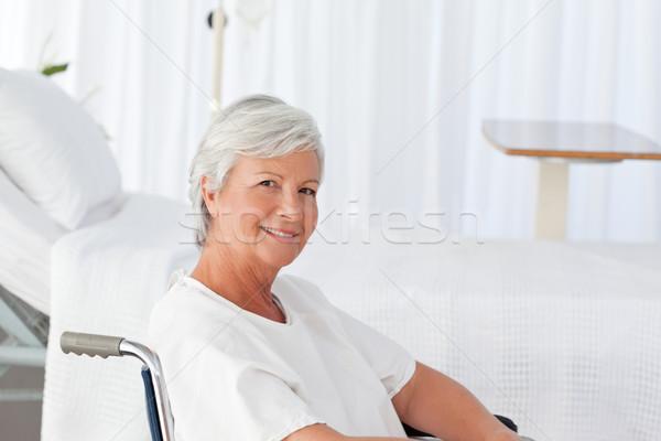 Senior vrouw rolstoel naar camera ruimte Stockfoto © wavebreak_media