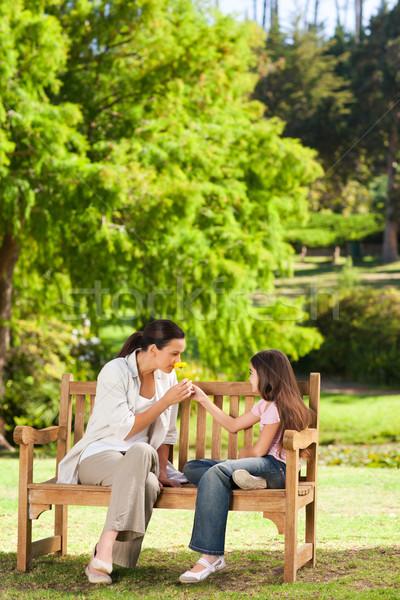 Cute nina madre parque mujer verano Foto stock © wavebreak_media