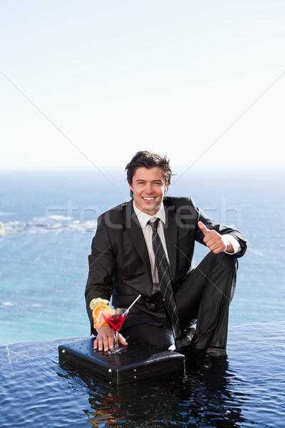 Portret biznesmen stwarzające koktajl teczki kciuk Zdjęcia stock © wavebreak_media