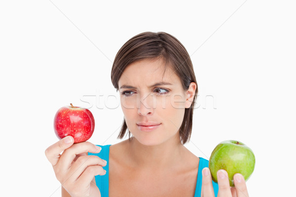 Foto stock: Adolescente · olhando · maçã · vermelha · verde · um