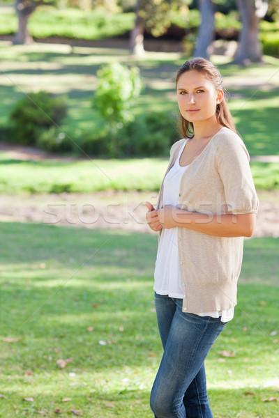 вид сбоку женщину Постоянный парка весны Сток-фото © wavebreak_media