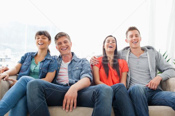 Lachen Gruppe Freunde aussehen vor Kamera Stock foto © wavebreak_media