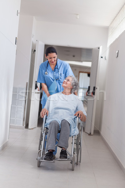 Сток-фото: медсестры · пациент · коляске · больницу · женщины