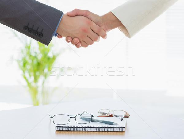 Drżenie rąk oka okulary dziennik spotkanie biznesowe Zdjęcia stock © wavebreak_media