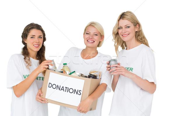 Portret drie glimlachend jonge vrouwen schenking vak Stockfoto © wavebreak_media