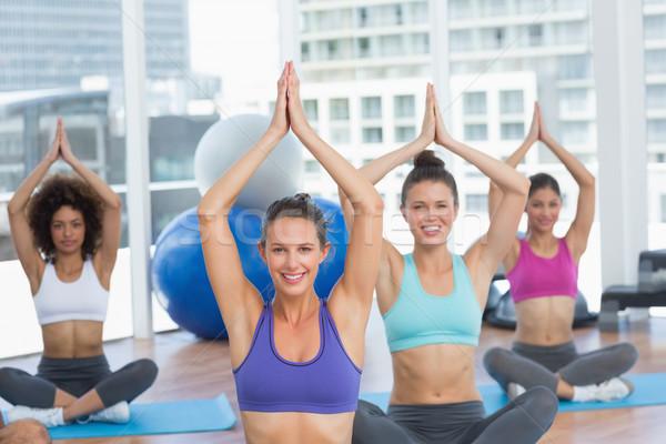 люди namaste положение фитнес студию Сток-фото © wavebreak_media