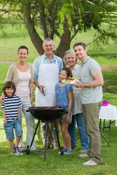Nagycsalád áll barbecue park portré nő Stock fotó © wavebreak_media