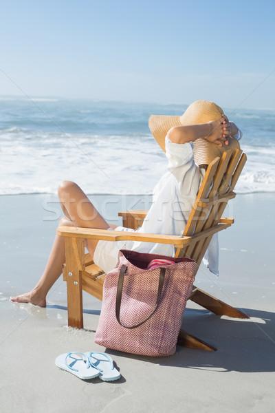 Mujer sesión cubierta silla mar Foto stock © wavebreak_media
