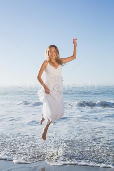 Bastante saltando praia branco Foto stock © wavebreak_media